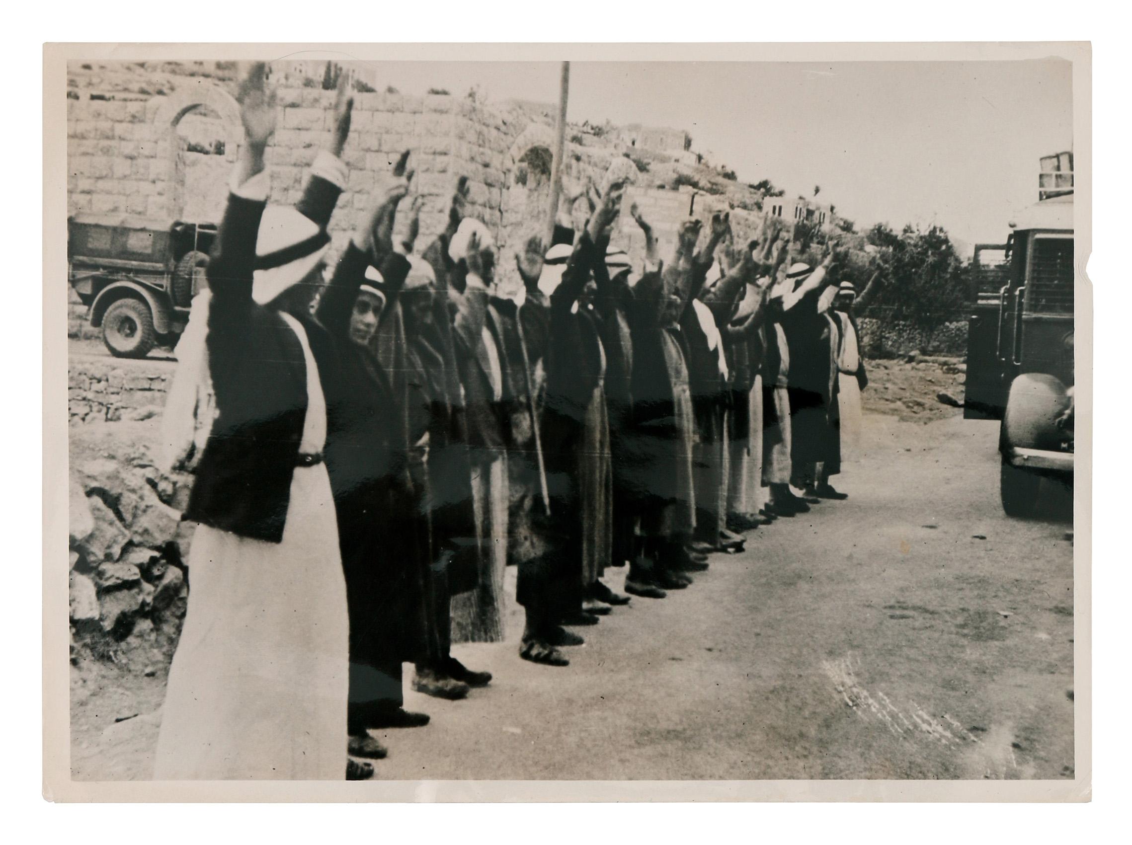 Arabes capturés par les Anglais lors de la révolte palestinienne