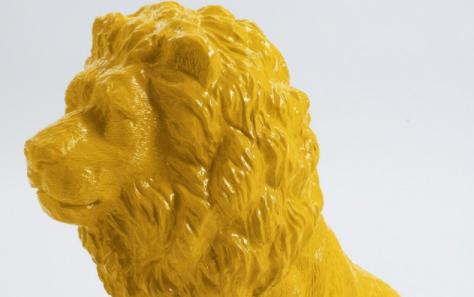 Un lion jaune en Provence, par Giulia