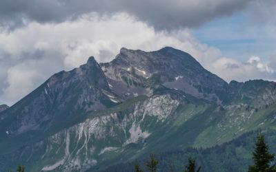 Trop jeunes adultes en montagne, par Janie